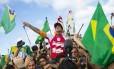 Medina exibe a bandeira do Brasil após a conquista histórica