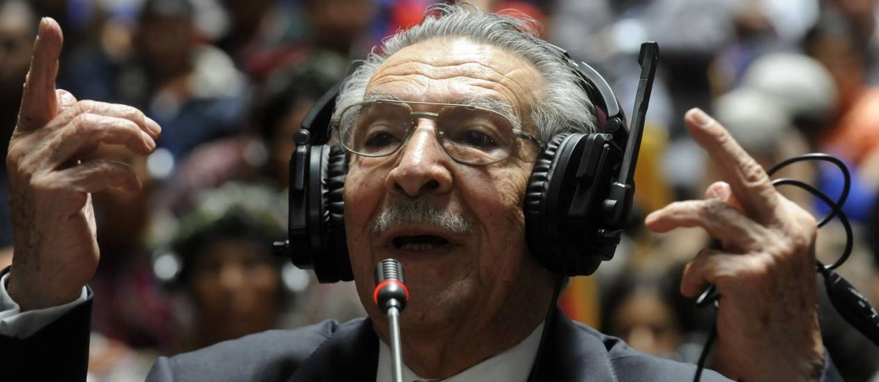 Ex-ditador guatemalteco, general Jose Efrain Rios Montt, durante o primeiro julgamento de acusações de genocídio. Testemunhas se preparam para voltar aos tribunais Foto: JOHAN ORDONEZ / AFP