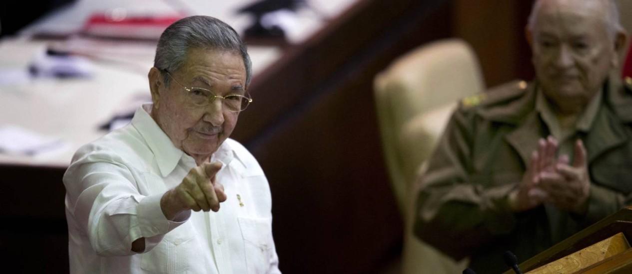 Raul Castro discursa durante sessão da Assembleia Nacional, em Havana Foto: Ramon Espinosa / AP