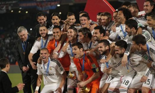 Na foto oficial do campeão mundial, a alegria dos jogadores do Real Madrid Foto: Christophe Ena / AP