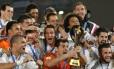Jogadores do Real Madrid comemoram a conquista do quatro título do Mundial de Clubes, em Marrakech, ao derrotar o argentino San Lorenzo por 2 a 0