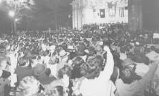 Nova Iorque / EUA. 24 abr 1959. Vista a partir do Central Park Mall para ver o ministro cubano Fidel Castro. A polícia estimou a multidão em 35 mil pessoas. Foto: AP Foto: Terceiro / Agência O Globo