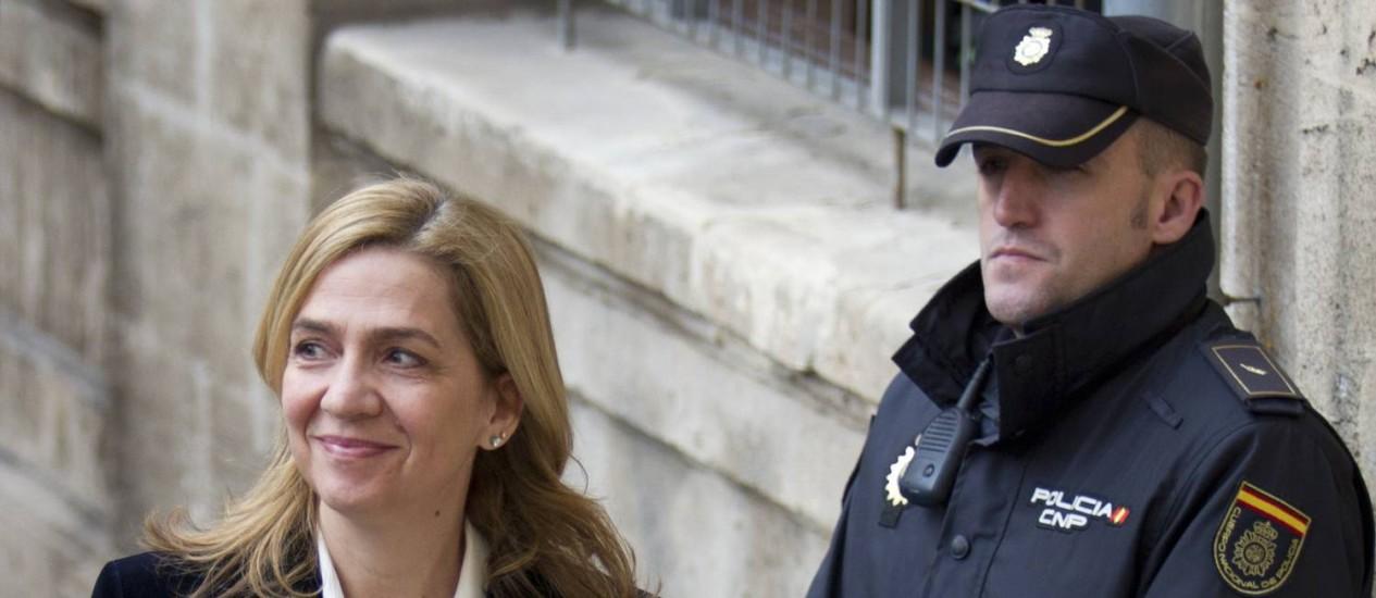 Princesa Cristina na chegada ao tribunal em Palma de Mallorca, em fevereiro. Justiça espanhola decidiu levar irmã do rei Felipe VI ao tribunal por participação em crimes de corrupção Foto: JAIME REINA / AFP