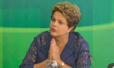 A Presidente Dilma Rousseff durante café da manhã com jornalistas nesta segunda-feira Foto: André Coelho / Agência O Globo