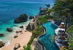 Uma das piscinas do Rimba Jimbaran Bali, com vista para o Oceano Índico Foto: Divulgação / Didi Lotze