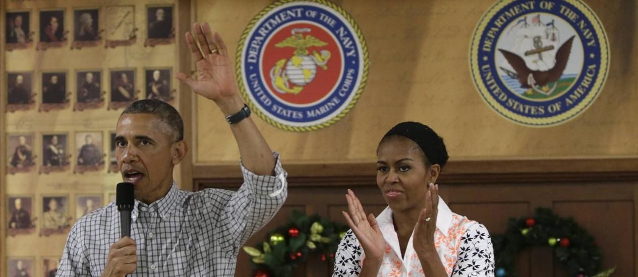 Barack Obama. Ao lado da primeira-dama, presidente celebrou a chegada do fim da campanha militar em uma base de fuzileiros navais no Havaí Foto: GARY CAMERON / Reuters