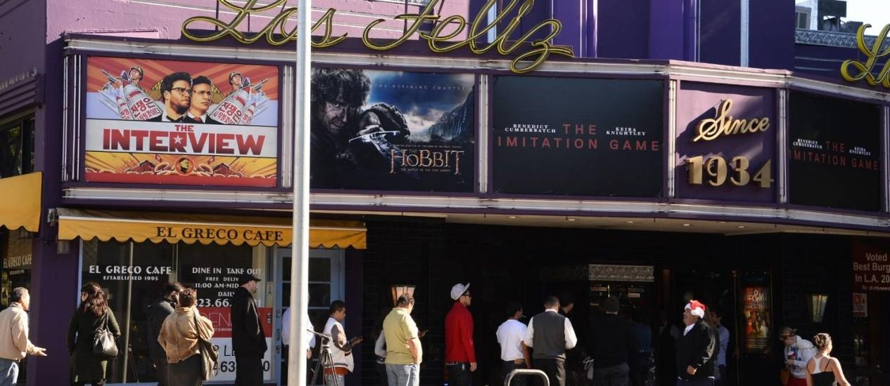 Espectadores fazem fila para assistir ao filme no Natal em Los Angeles Foto: ROBYN BECK / AFP