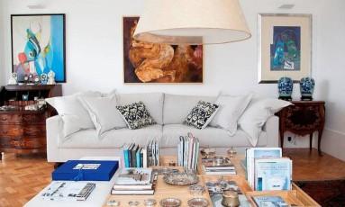 O arquiteto Mauricio Nóbrega conta que houve uma integração total entre ele e a moradora desta cobertura de 300m² em Santa Teresa, estilista da grife Richards Foto: Divulgação