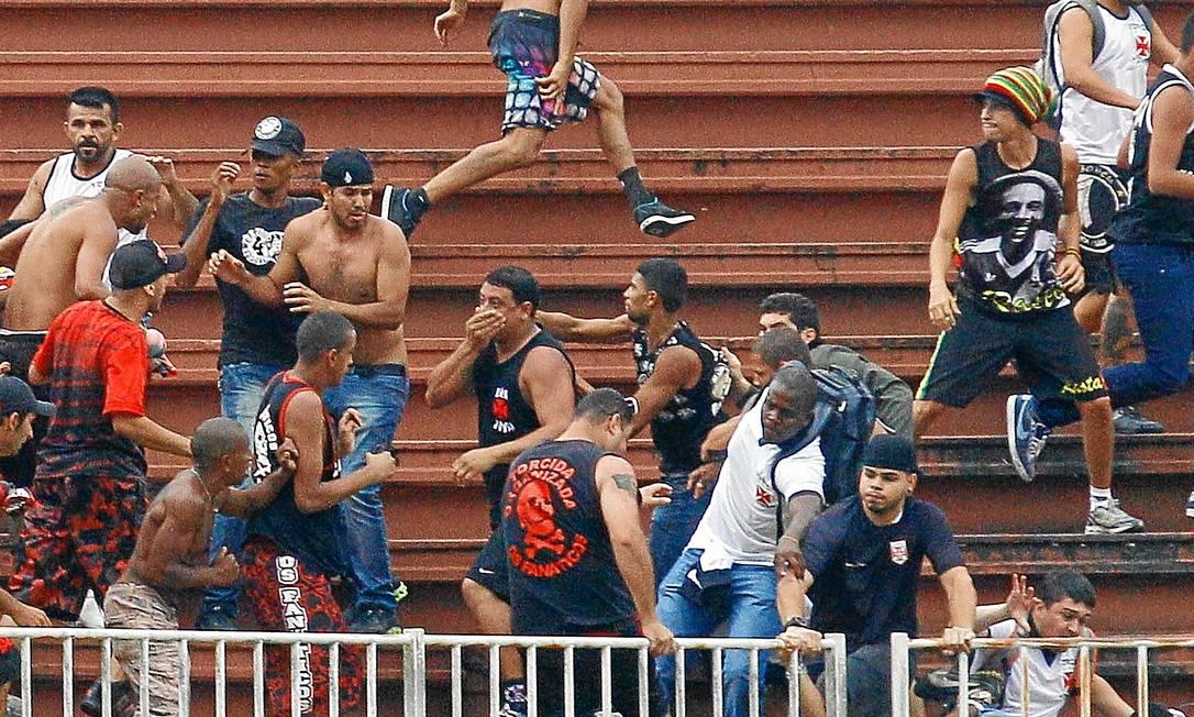 Brasil continua sendo o país que mais mata por rixas de futebol. Os brigões de 2013 até hoje não foram julgados: vergonha nacional Foto: Pedro Kirilos/8-12-2013