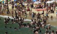 Dia de sol forte e calor lota a Praia Vermelha, na Urca