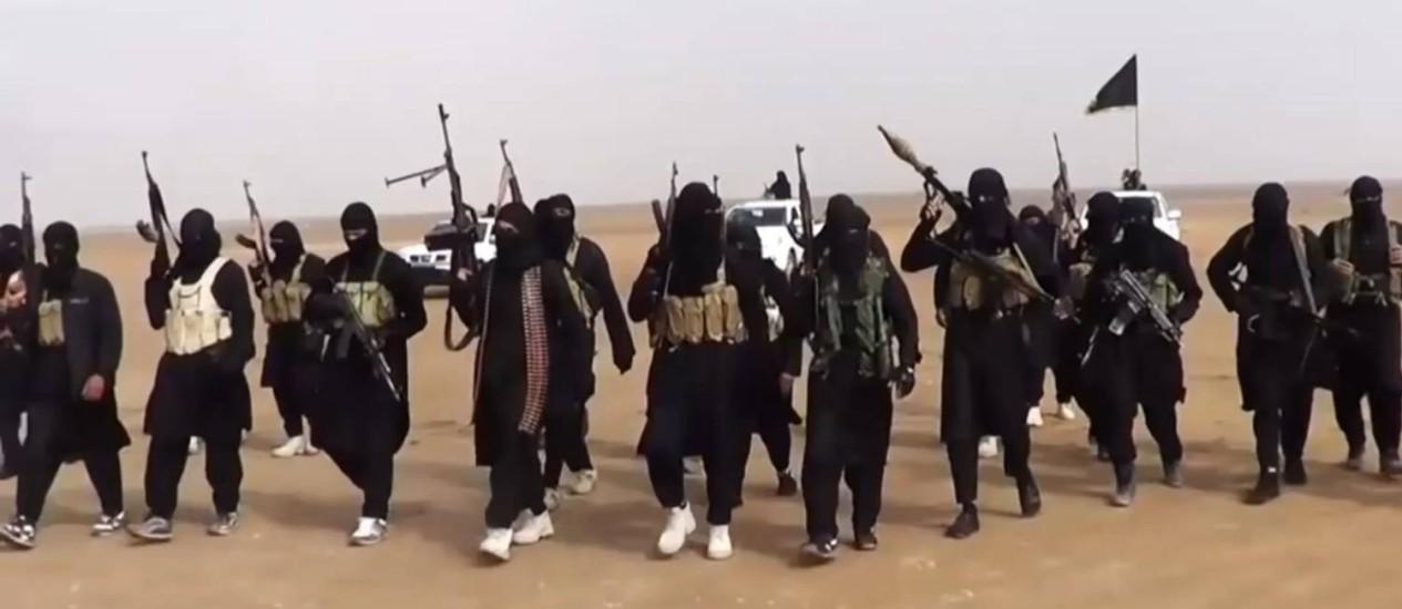 Jihadistas do Estado Islâmico. Grupo matou quase 2 mil pessoas somente na Síria, de acordo com Observatório Sírio de Direitos Humanos Foto: AFP