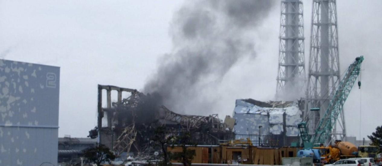 Fumaça é vista saindo do terceiro reator de Fukushima logo após explosão, em março de 2011 Foto: HO / REUTERS