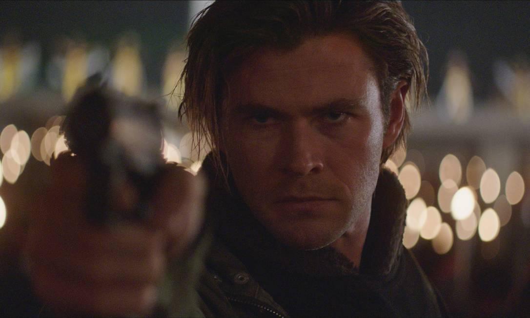 Chris Hemsworth em cena de 'Blackhat' Divulgação