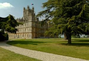 Highclere Castle, cenário da série 'Downton Abbey': ala da propriedade está aberta a hospedagem Foto: Creative Commons / Reprodução