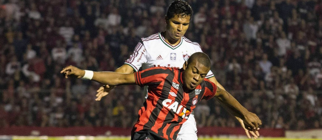 Reforço. Marcelo em ação pelo Atlético-PR: contrato com o Flamengo deverá ser de três anos Foto: Leo Martins/Frame/11-9-2013