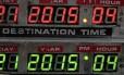 """21 de outubro de 2015: Em """"De volta para o futuro II"""", o personagem Marty McFly viaja para o ano que começa hoje a bordo de um carro voador e depara com tecnologias impensáveis para o ano de 1989, quando o longa foi lançado"""