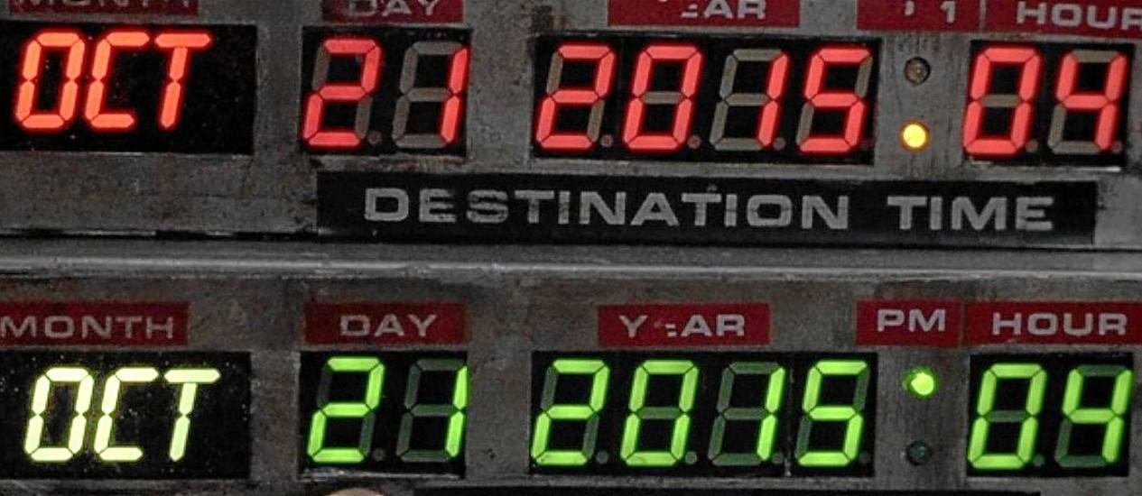 """21 de outubro de 2015: Em """"De volta para o futuro II"""", o personagem Marty McFly viaja para o ano que começa hoje a bordo de um carro voador e depara com tecnologias impensáveis para o ano de 1989, quando o longa foi lançado Foto: Reprodução"""