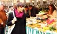 Uiara Araújo passei no mercado em Chantilly, nos arredores de Paris