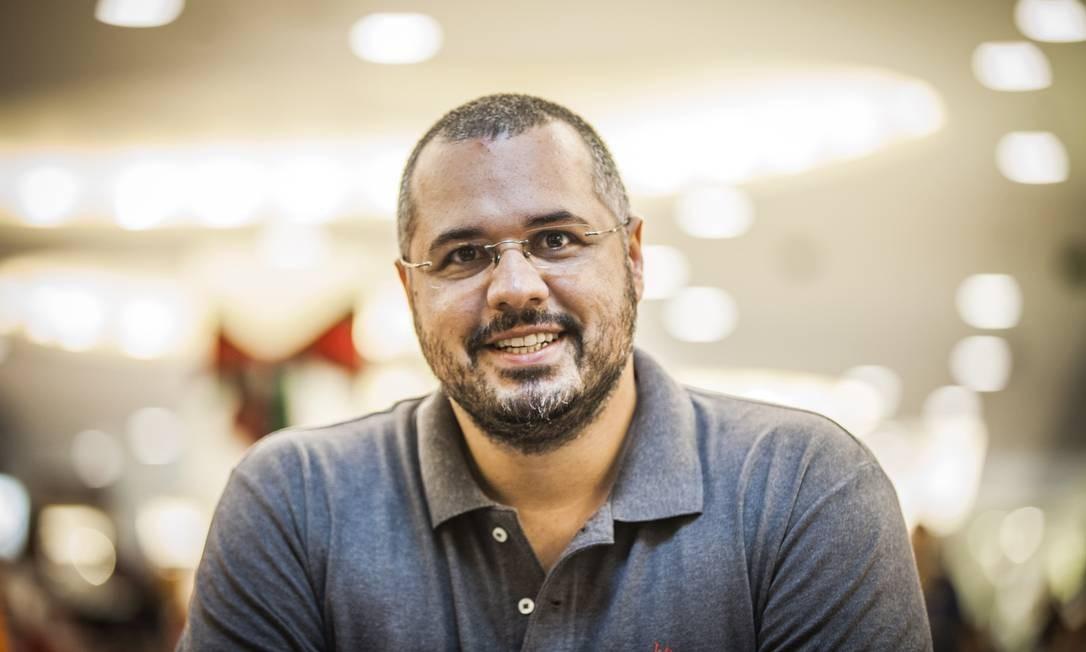 NA - 25/08/2014 - Rio de Janeiro (RJ) - EXCLUSIVO - Pagina 2 com Bruno Leite, psicologo de caes. Foto Fabio Seixo Ag O Globo Foto: Fabio Seixo / Agência O Globo
