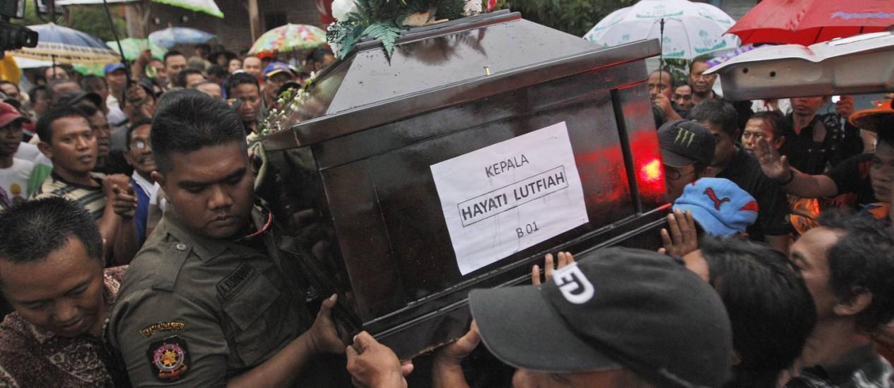Hayati Lutfiah Hamid é a primeira vítima identificada Foto: Trisnadi / AP