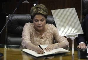 Presidente assina termo de posse Foto: Agência O Globo