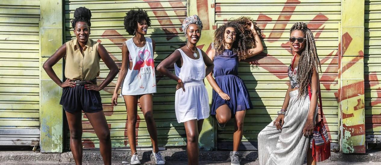 'It-girls' das comunidades: Keyla Bergamazi, Isadora Machado, Ana Paula Liboa, Annapaula Bloch e Carol Fenty Foto: Ivo Gonzalez / Agência O Globo