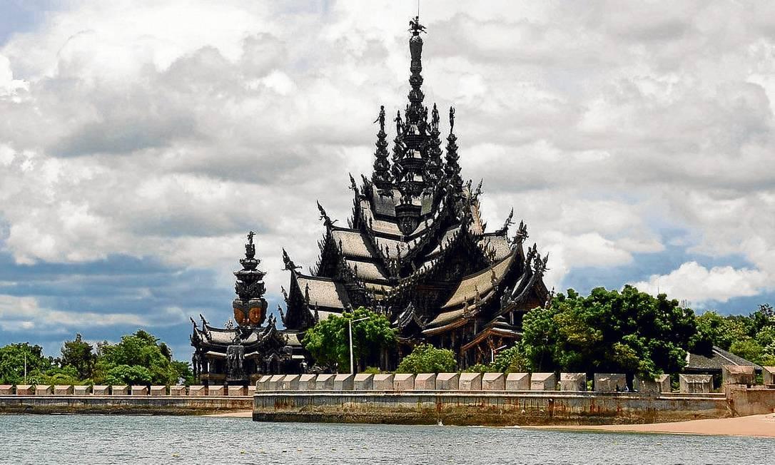 O templo de Phra Sri Rattana Satsadaram, no Norte da Tailândia Foto: Amazing Thailand / Divulgação
