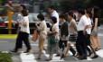 Pedestres em Tóquio: população pode encolher em 30 milhões até 2050