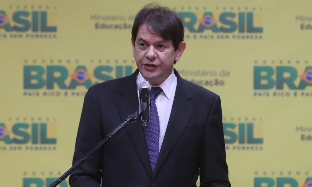 Cid Gomes assume Educação e espera que revisão curricular no ensino