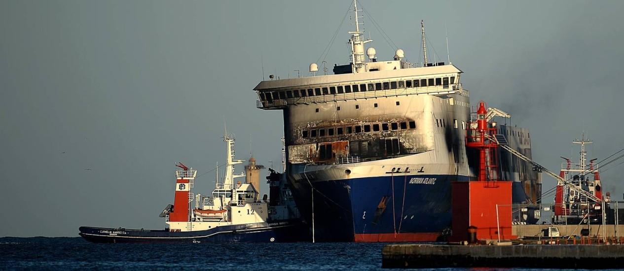 Balsa Norman Atlantic chega ao porto de Brindisi Foto: FILIPPO MONTEFORTE / AFP