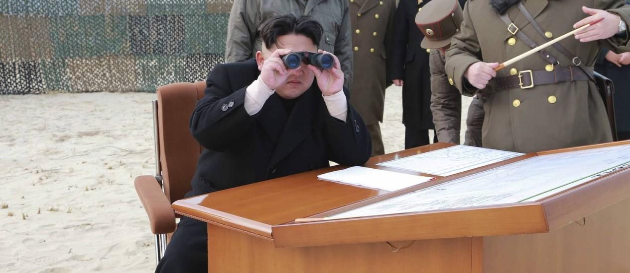 Kim Jong-un participa de lançamento militar na Coreia do Norte Foto: KCNA / REUTERS