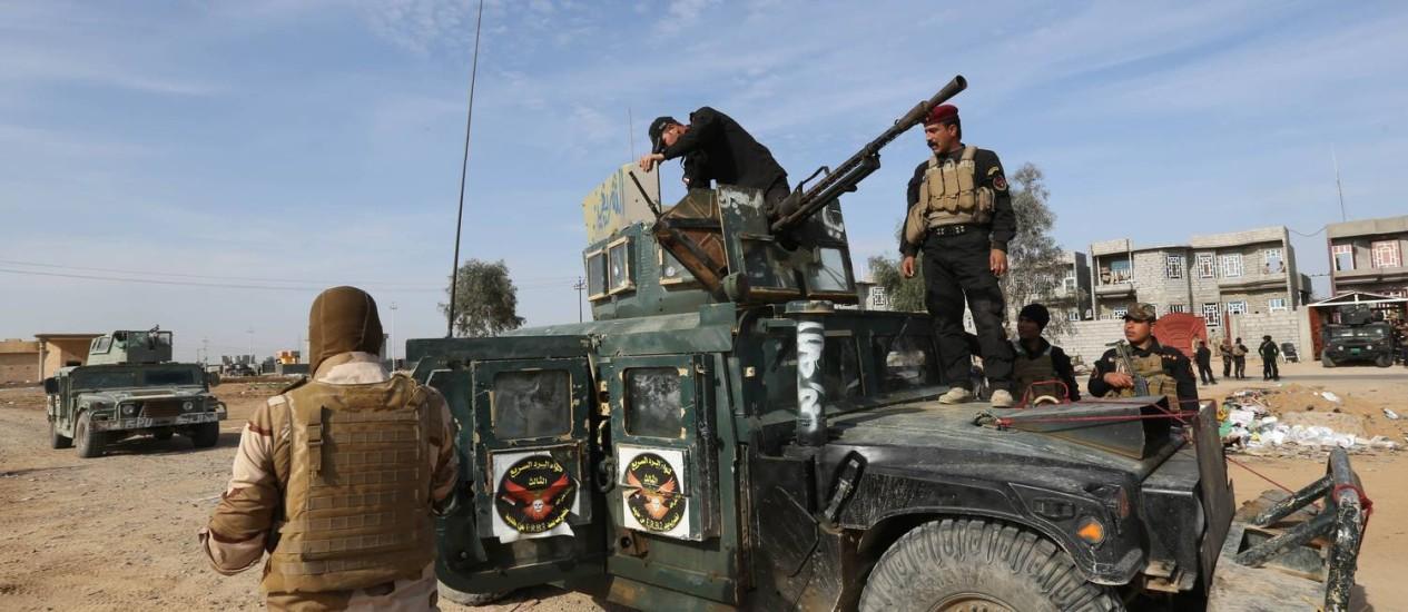 Soldados iraquianos fazem operação de combate ao Estado Islâmico Foto: Hadi Mizban / AP