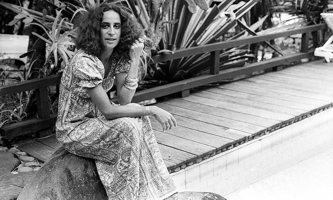 Bethânia em casa, em São Conrado:entre os detalhes que revelam um pouco da sua personalidade está o amor pelas piscinas Foto: Arquivo/13-12-1972