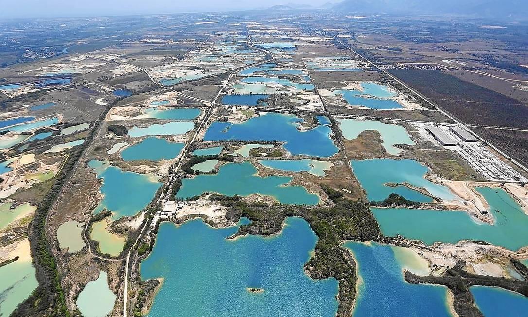 Lagoas artificiais. Vista aérea de areais de Seropédica. Extração de areia provoca a exposição de lençol freático Foto: Custodio coimbra