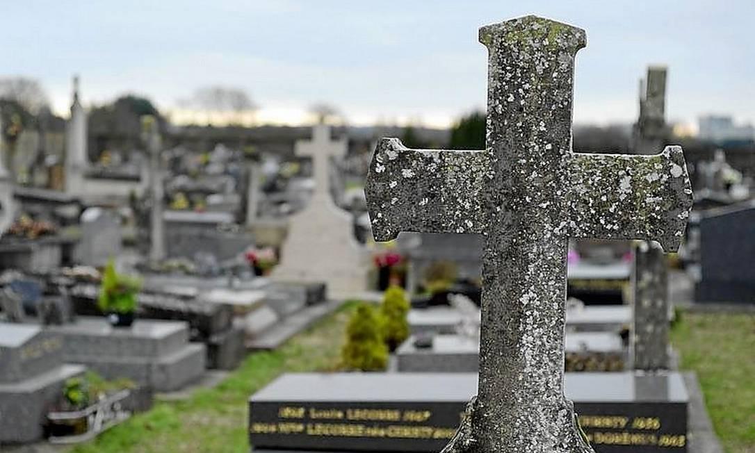 Prefeito francês nega enterro a bebê cigano