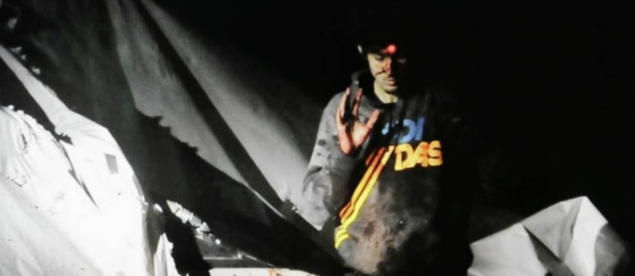 Dzhokhar Tsarnaev se rende em Watertown, Massachusetts Foto: Sgt. Sean Murphy / AP