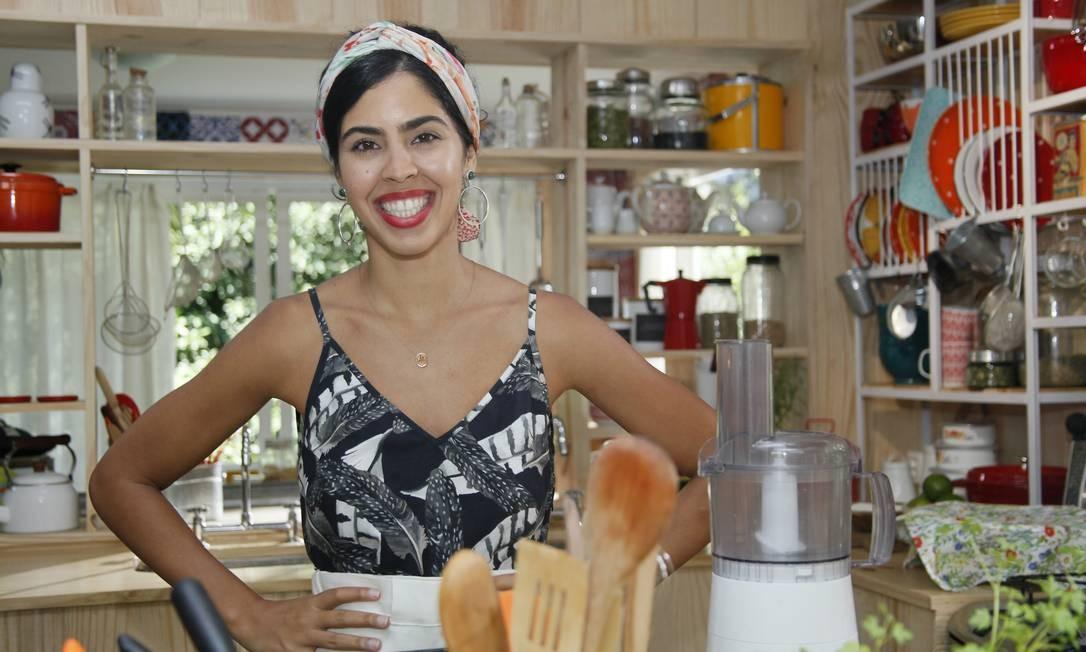 """Entre panelas. Bela Gil comanda temporada de verão do seu """"Bela cozinha"""" Foto: Divulgação/Alexandre Campbell"""