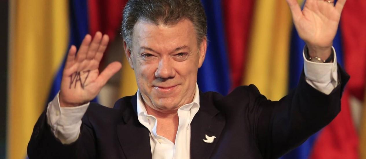 Juan Manuel Santos. Presidente colombiano pediu ao Exército de Libertação Nacional que adote cessar-fogo unilateral e siga o caminho das Farc nas negociações de paz Foto: Jose Miguel Gomez / REUTERS