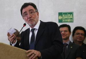 Cerimônia de transmissão de cargo do Ministério do Desenvolvimento Agrário. Na foto, Patrus Ananias em 06/01/2015 Foto: Ailton de Freitas / Agência O Globo