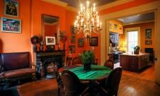Interior vibrante e de madeira por todos os lados Foto: Jennifer Zdon/NYT