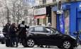 Carro onde estavam atiradores foi abandonado no Nordeste de Paris