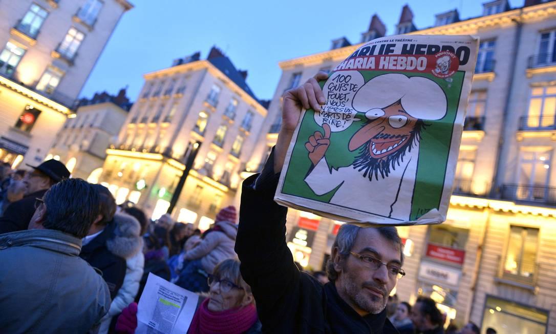 Em Nantes, protesto reúne milhares na Place Royale GEORGES GOBET / AFP