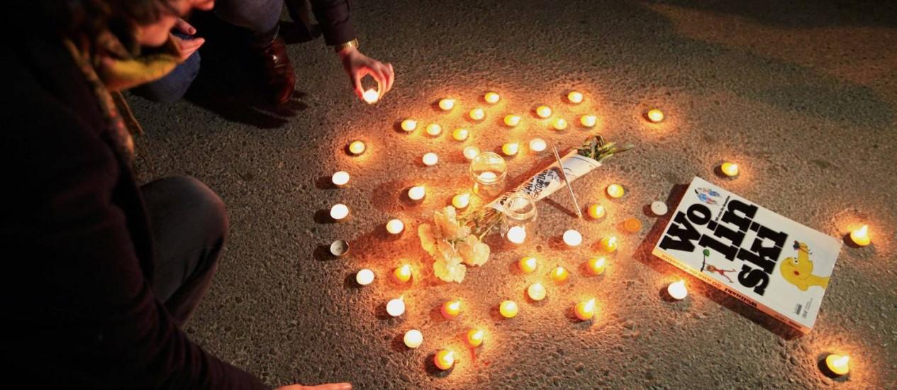 Em Túnis, capital da Tunísia, uma homenagem a Wolinski, um dos cartunistas mortos pelos terroristas Foto: ANIS MILI / Reuters