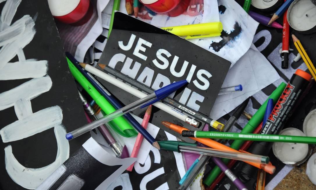 """Manifestação em solidariedade à revista """"Charlie Hebdo"""", alvo de atentado na quarta-feira, em Paris Foto: Xavier Leoty / AFP"""