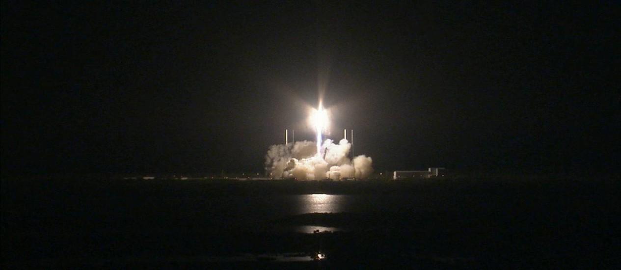 O foguete Falcon 9 especialmente modificado parte da base de Cabo Canaveral, na Flórida Foto: Nasa