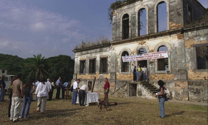 Casa grande da fazenda São Bernardino, nas Ruínas de Vila de Cava Foto: André Teixeira / Agência O Globo