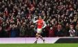 Alexis Sanchez marcou duas vezes no Emirates Stadium