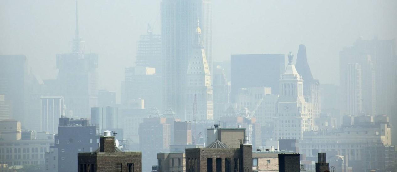Neblina cobre Manhattan, em Nova York: governo americano não investe o suficiente em mudanças climáticas Foto: Adam Rountree