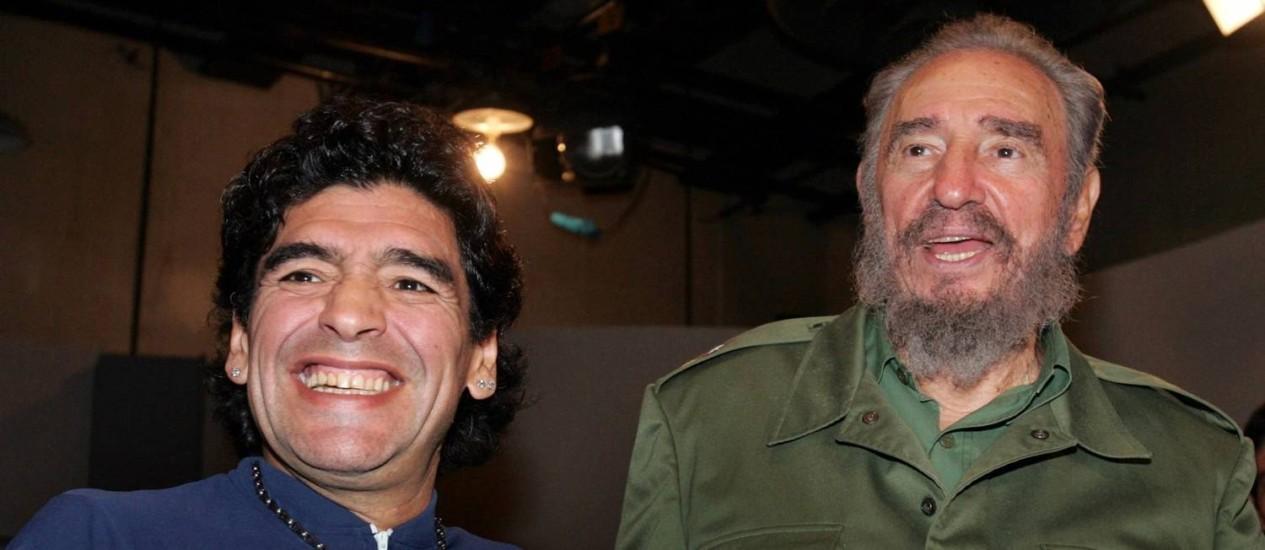 Diego Maradona e Fidel Castro em 2005. Líder da Revolução Cubana escreveu carta ao craque argentino Foto: Ismael Francisco / REUTERS