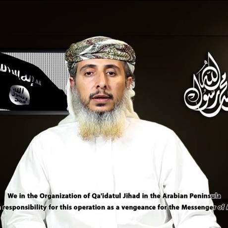 Um dos líderes da al-Qaeda na Península Arábica e representante da al-Qaeda no Iêmen, Nasser bin Ali al-Ansi explica organização do ataque ao 'Charlie Hebdo' Foto: - / Reprodução